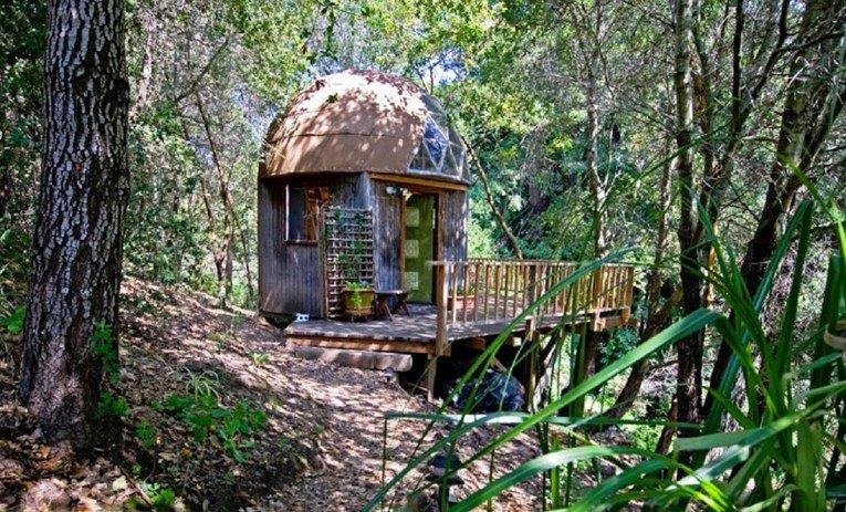 Najposjećeniji Airbnb na svijetu je mala drvena koliba u blizini San Francisca.