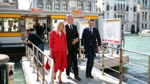 Crveno joj dobro stoji: Prava dama Crne Gore na otvaranju crnogorskog paviljona na 58 Bijenalu u Veneciji
