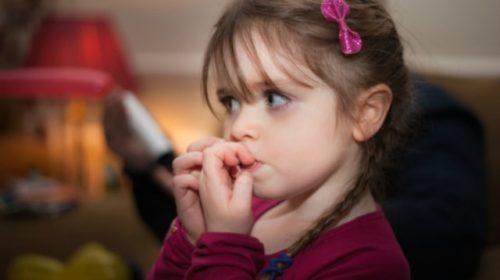 Evo zašto djeca grickaju nokte