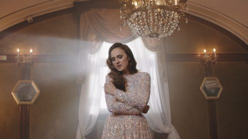"Aleksandra objavila spot ""Gde ćeš ovu noć"", pa poručila: ""Praznici me inspirišu"""
