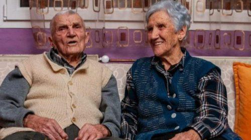 Naizgled obični penzioneri, ali Vaska i Novak se po mnogo čemu razlikuju od ostalih iz Crne Gore