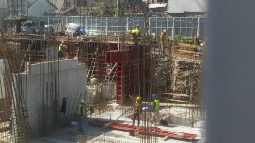 Radnici na građevini uprkos koroni rade
