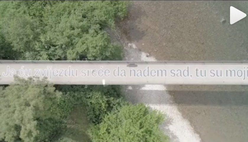 Himna Podgorice završila na mostu! (video)