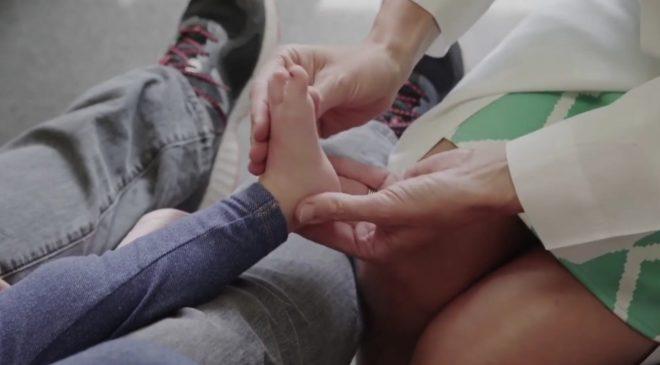 Nauka potvrdila: Djeca treba što više da hodaju bosa