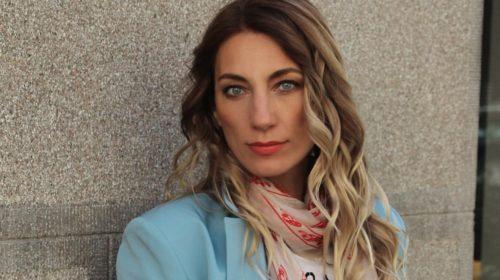 Ana Stanić je opet održala modnu lekciju, spojila odijelo i patike