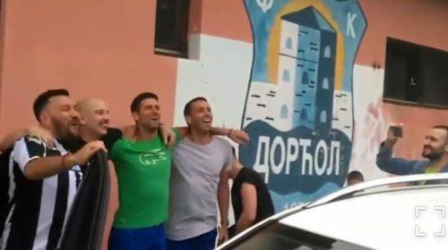 Evo kako Novak Đoković uživa i pjeva sa Niggorom