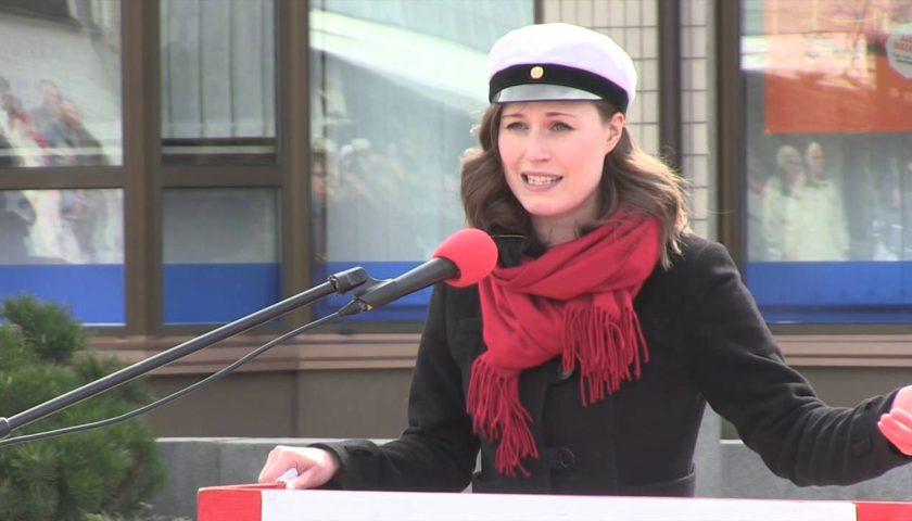 Premijerka Finske podijelila javnost zbog poziranja gdje ispod sakoa nema ništa
