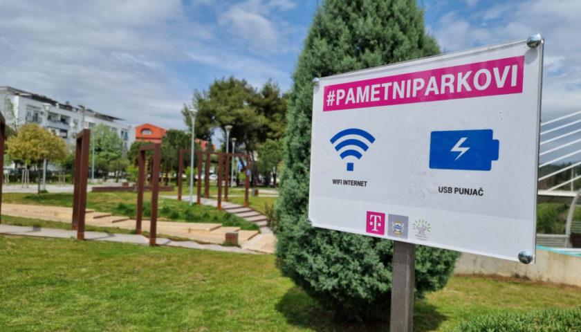 Pametne klupe postavljene u Podgoričkom i Centralnom parku na Pobrežju