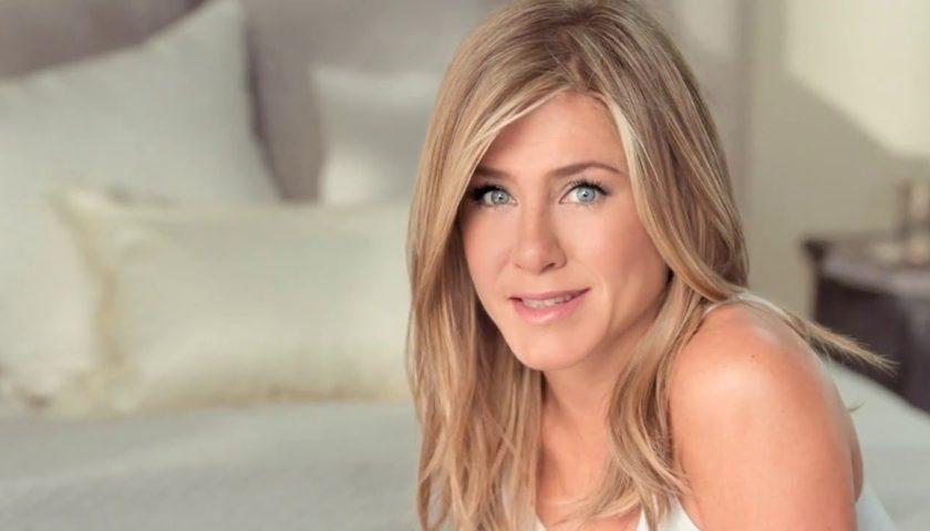 Dženifer Aniston postaje mama u 52. godini
