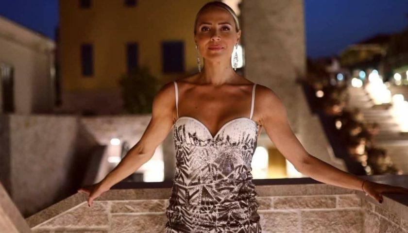 Marijana Zlopaša u elegantnoj haljini otvorenih leđa pobrala sve simpatije